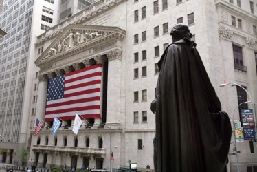 Wall Street chiude poco mossa, bene Apple. Valeant sprofonda (-51,5%)