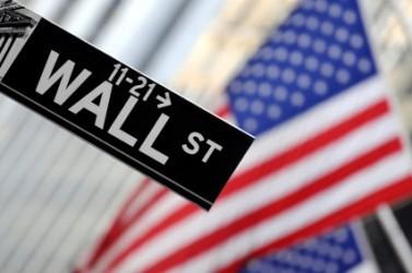 Wall Street scende, petroliferi e Nike sotto pressione