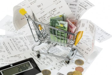 Inflazione, prezzi ancora in calo. Scende il carrello della spesa