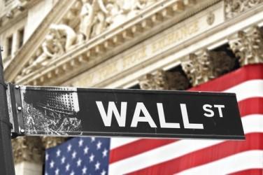 Wall Street chiude in leggero rialzo, vola il petrolio
