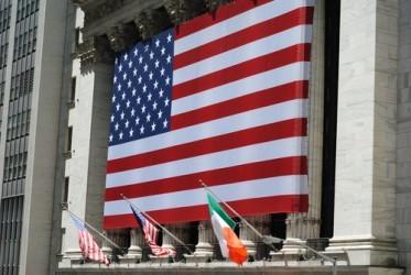 Wall Street in leggero rialzo a metà seduta, bene i bancari