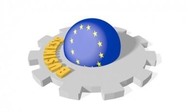 Eurozona, l'attività economica rallenta ancora, minimi da 16 mesi