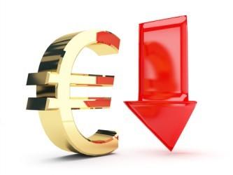 Forex: Euro ai minimi da otto settimane sul dollaro