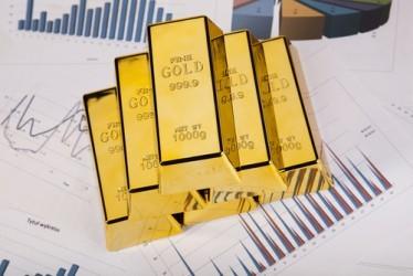 L'oro estende le perdite, pesa la forza del dollaro