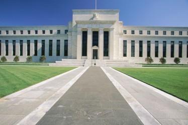 La Fed lascia i tassi fermi, vede segnali misti da economia