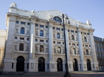 Piazza Affari chiude in moderato rialzo, bene le banche dopo Draghi