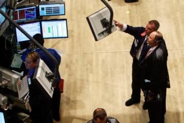 Wall Street chiude mista dopo la Fed, brilla Apple