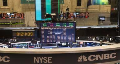 Wall Street chiude poco mossa e mista, petrolio a picco