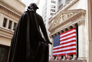 Wall Street parte in leggero ribasso, realizzi sui bancari