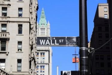 Wall Street parte poco mossa, realizzi sui finanziari