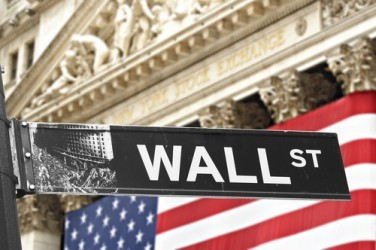 Wall Street in calo a metà seduta, scende Apple