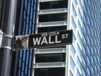 Wall Street sale nonostante i segnali di rallentamento dell'economia