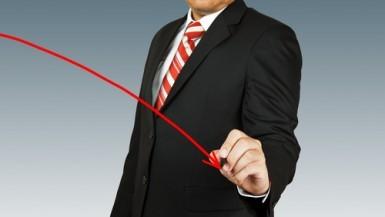 Borsa Milano chiude negativa, forti vendite su bancari e assicurativi