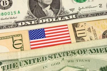 Dollaro debole in Asia, attesa per dati inflazione