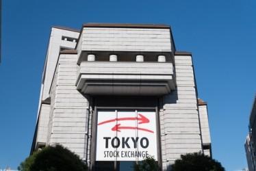 La Borsa di Tokyo inizia la settimana con il segno più, scende lo yen