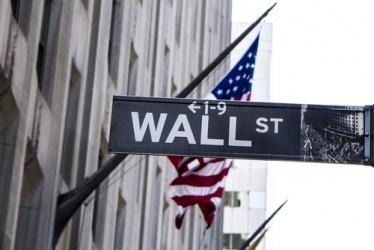 Wall Street chiude positiva, bene i petroliferi, crolla Twitter