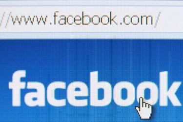 Facebook: I ricavi pubblicitari rallenteranno, il titolo crolla