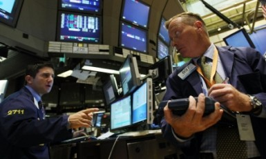 Wall Street chiude mista, vendite sui titoli high-tech