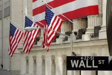 Wall Street chiude poco mossa, ancora acquisti sui bancari
