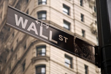 Wall Street in rally, investitori scommettono su presidenza Clinton