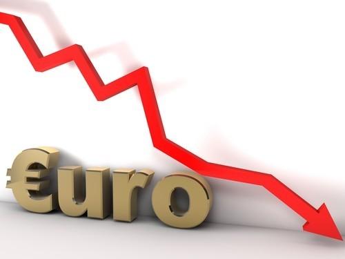 Cambio euro-dollaro precipita sotto quota 1,04. Presto la parità?