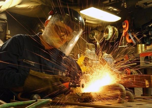 Istat, produzione industriale ferma ad ottobre, male i beni di consumo