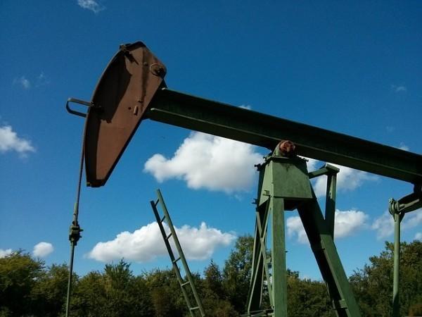 Petrolio in salita, cauto ottimismo prima del vertice OPEC-non OPEC