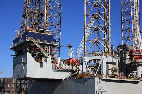 Petrolio: L'OPEC convince l'AIE. Il mercato sarà in deficit entro metà 2017