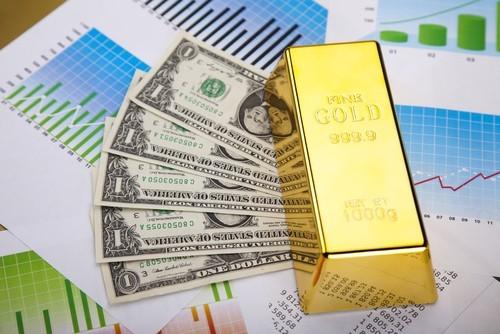 Quotazione oro riprende discesa, pesa il superdollaro