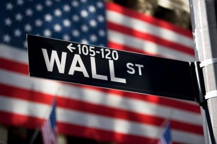 Wall Street parte in leggero rialzo, bene i bancari