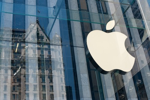 Apple batte le attese, record di vendite per l'iPhone