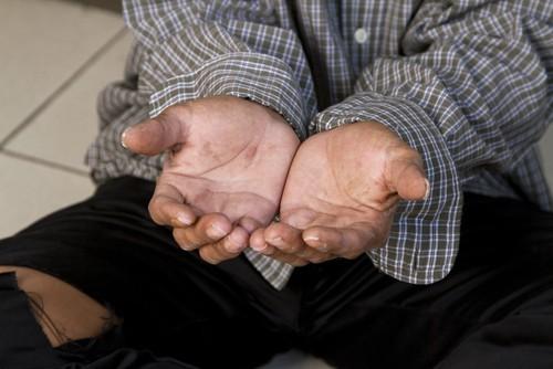 Crisi: Un italiano su quattro si sente povero, cala la capacità di spesa