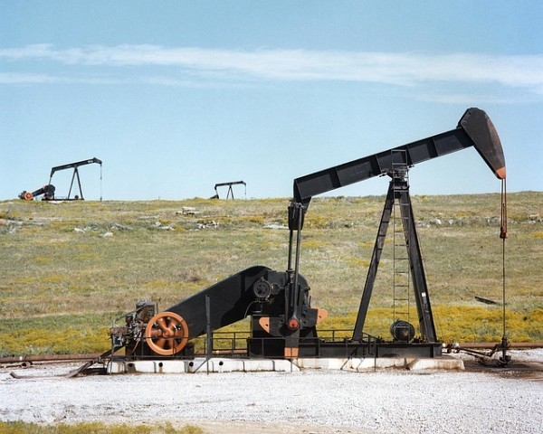 Il prezzo del petrolio chiude debole. Negli Stati Uniti è boom di trivelle