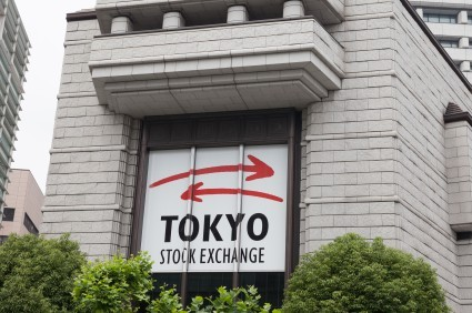 La Borsa di Tokyo chiude positiva ma crollano Takata e Toshiba