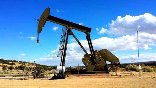 Petrolio: Il dollaro e lo scisto freneranno i prezzi nel 2017