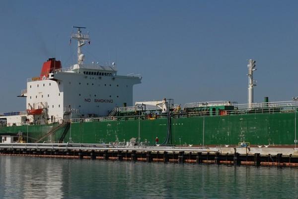 Petrolio in calo a inizio settimana, l'Iran aumenta le esportazioni