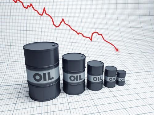 Petrolio in forte flessione, preoccupa aumento produzione USA