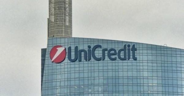 UniCredit fuori da parametri Srep nel 2016, aumenta pressione sul titolo