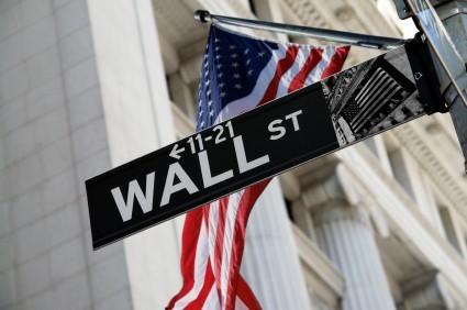 Wall Street apre debole, dollaro in calo dopo dichiarazioni Trump
