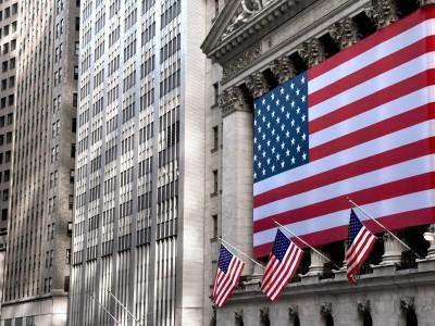 Wall Street chiude in moderato rialzo nel giorno di Trump