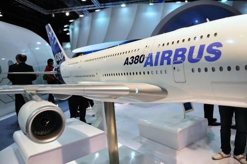 Airbus, utile in forte calo nel 2016, pesano costi A400M