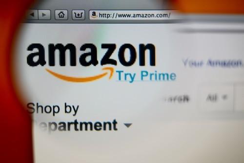 Amazon: La forza del dollaro frena la crescita dei ricavi