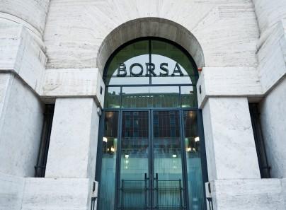 Apertura Borsa Milano: FTSE MIB in moderato ribasso, attesa per PIL