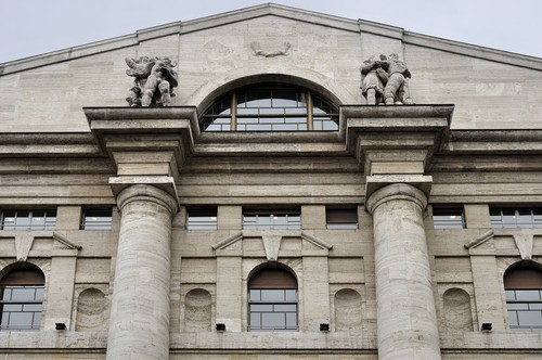 Apertura Borsa Milano: Il FTSE MIB rimbalza, strappa Ferragamo