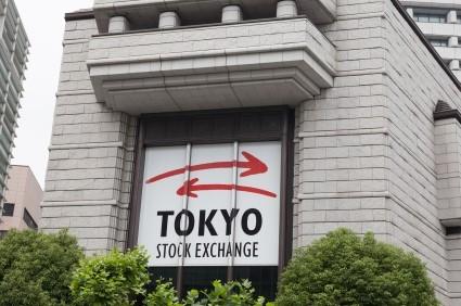 Borsa Tokyo chiude in leggero rialzo, corre Bridgestone