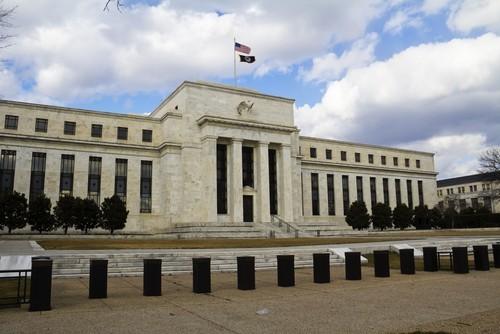 La Fed lascia i tassi fermi e non cambia linguaggio