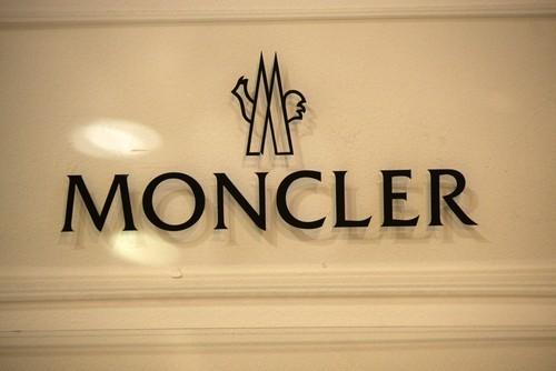 Moncler, utile 2016 +17%, ricavi oltre un miliardo