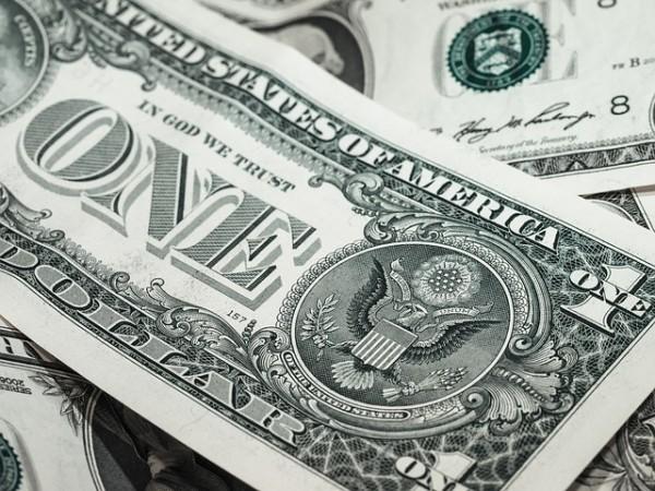 Quotazione dollaro scende ai minimi da 12 settimane. Ecco perché