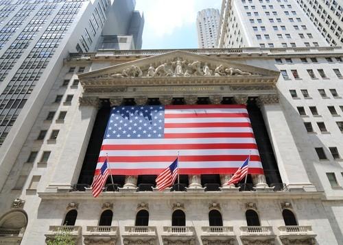 Wall Street chiude in lieve rialzo, bene Apple e Caterpillar