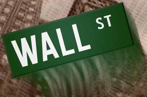 Wall Street chiude poco mossa e mista, male i bancari